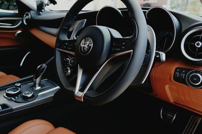 Mygiulia Giulia Veloce Giuliaveloce Alfawhite Tanleather Alfaromeo Alfaromeogiulia Alfista チャラい2018 チャラ男 Vehicle Part Car Close-up