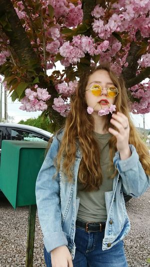 Only Women One Person One Woman Only Sunglasses Adults Only One Young Woman Only Adult People Front View Leisure Activity Day Young Adult Young Women Women Portrait Flower Looking At Camera Outdoors Childhood Nature Me Child Yellow Round Glasses 90s