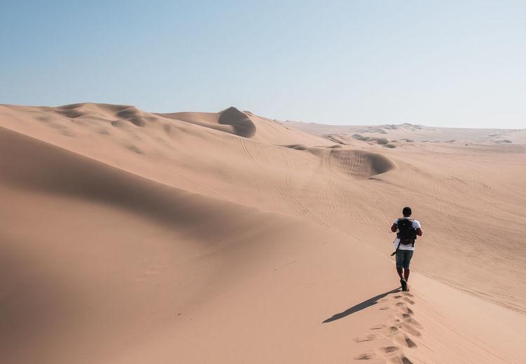 Wandering through the massive dune crests of ica