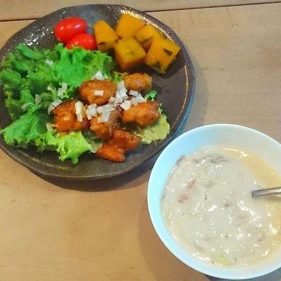 今日の我が家の晩御飯シリーズ 鶏肉のエビチリ風 カボチャ トマト 白菜とベーコンとマイタケのクリームシチュー