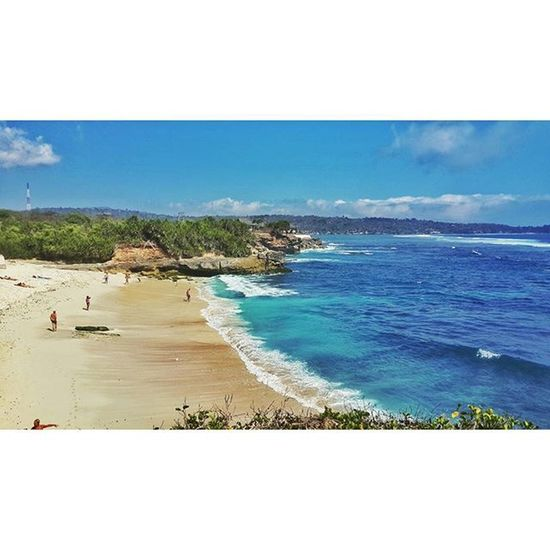 There's magic in the distance, where the sea line meets the sky -Alfred Noyes- ShortVacation Vacation Vitaminsea Sea Dreambeach Nusalembonganisland Nusalembongan Klungkung Bali INDONESIA Wanderlust Instanusantara Explorelembongan Explorebali Exploreindonesia
