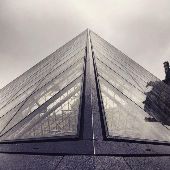 Triangle LourveMuseum