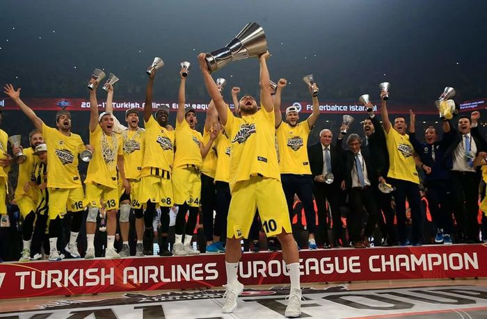 TURKIS AIRLINES EUROLEAGUE CHAMPON 🇹🇷🏆 Turkish Airlines Champon Basketball Turkey Fenerbahce  Fenerbahçe SK EyeEm Best Shots Eyem Gallery First Eyeem Photo Real People World