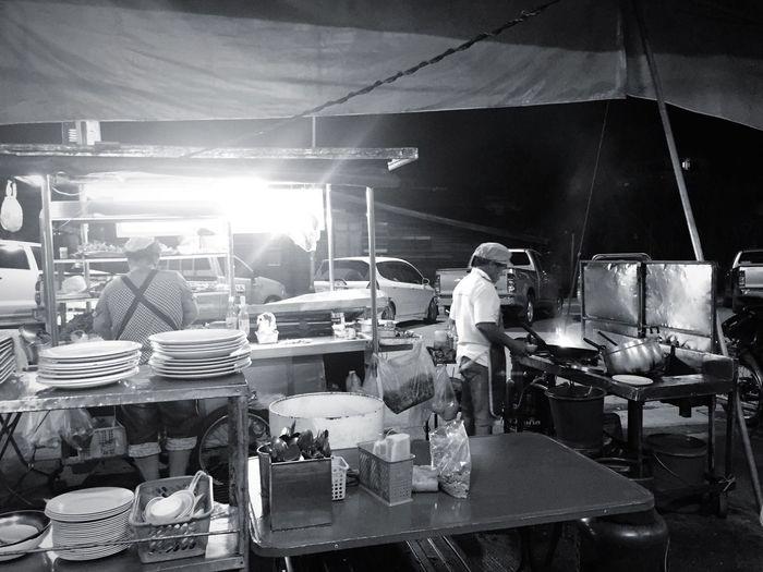 ลุงผัดกระเพราหมูสับ ไข่(เป็ด)ดาวขอบกรอบเกรียม ได้อร่อยที่สุด หิว Just Arrived Motion ในเวลา 4 ทุ่ม Thailand ThaiLocal wWorking Real People Expertise Dinner Time Street Side Street Street Food Streetphotography Nakornsawan EyeEm Thailand Thailand Relaxing People River Side