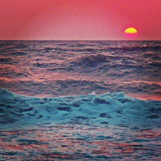 Beach is better. Water Nature Night All_sunsets Sun Sunset Summer Lone Wanderlust Travelphotography Travelindia Travelgasm Travel Waves Clouds Pink Sky Sand Beach Skyporn Life