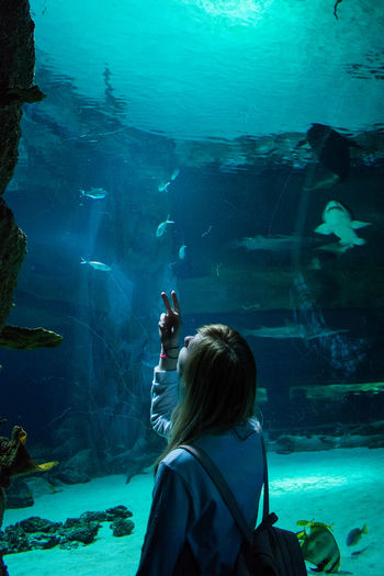 Animal Themes Aquarium Beauty In Nature Fish Indoors  Lifestyles Looking Nature One Person Sea Life Underwater Water москвариум EyeEmNewHere The Week On EyeEm