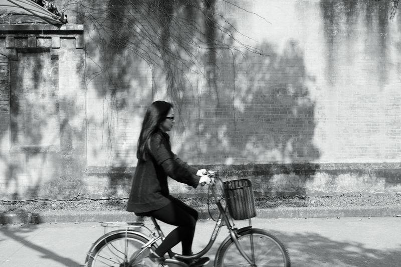 光影,斑驳 Springtime Sunny Day Sunlight And Shadow Transportation Bicycle Cycling One Person One Woman Only City City Life People Riding Side View Outdoors Building Exterior Differential Focus Good Day Looking Into The Future Relaxation Quality Time TCPM
