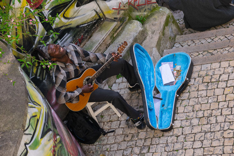 Artist Beatufiful Colorful Excursion Guitar Happiness Happy Happy People High Angle View Life In Motion Lisbon Livelife Music Music Musical Instrument Musician Outdoors Portugal Reggae Streetartist Streetphotography StreetsWithPeople The Portraitist - 2017 EyeEm Awards The Street Photographer - 2017 EyeEm Awards
