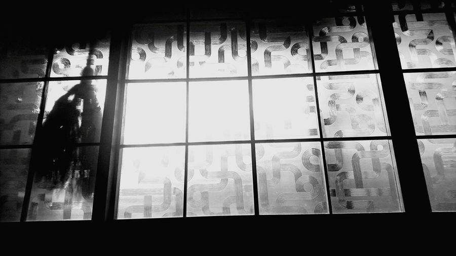 朝日 EyeEmNewHere Film Industry Film Reel Transparent Film Studio Model - Object Movie Theater Camera Film Projection Equipment Camera Operator Hollywood - California Window Frame Movie Camera Grid Film Home Video Camera MOVIE Glass - Material Negative