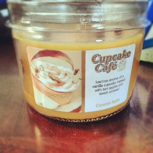This here is a delicious smelling candle. Smellgood Caramelapple Cupcakecafe Goodies