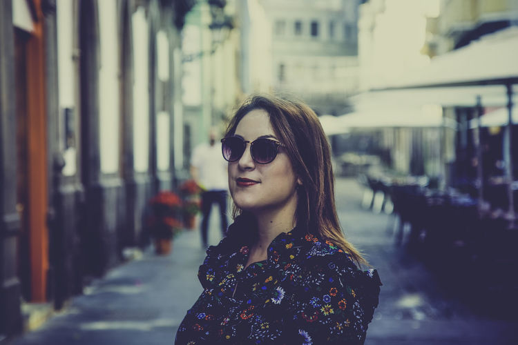 One Person Young Adult Focus On Foreground Portrait Sunglasses Fashion Building Exterior Young Women Built Structure Beauty Real People Architecture Glasses Lifestyles Beautiful Woman City Women Day Hairstyle Hair Outdoors