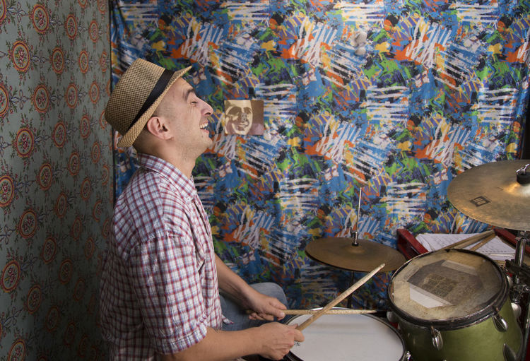 Adult Adults Only Artist Craftsperson Day Drummer Indoors  Instrument Maker Leisure Activity Lifestyles Men Music Musical Instrument Musician One Man Only One Person Only Men People Playing Real People Skill  String Instrument Young Adult