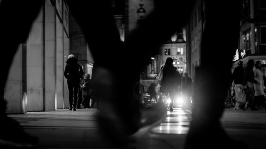 Spread ur legs 😗 Streetphotography Streetphoto_bw B&w Street Photography Monochrome Blackandwhite Night Nightphotography Night Lights City Street Urban Legs Women People Watching Walking Around Sony Hamburg Up Close Street Photography The Street Photographer - 2016 EyeEm Awards Found On The Roll