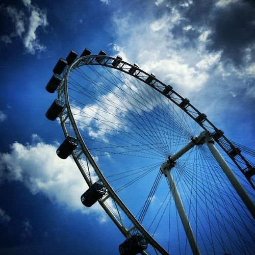 Singapore flyer - world's largest observation wheel Sunday Throwback Summers2012 Imiss Singapore Giant Wheel Experience of a Lifetime Travel Clouds Magnificent Cityscape Iconic Urban Flyer