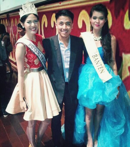 With Miss Asean Indonesia 2014 And Miss Indonesia Banten 2010 Hello World That's Me Taking Photos Men