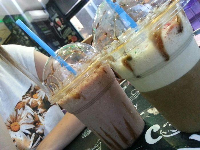 Enjoying time~ w/ bae Frappuccino Frappucino Frappochino Caramel Frappè Milkshake Milkshake✌ Milkshake♥ Yummy Milkshake Nutella Nutella ♥