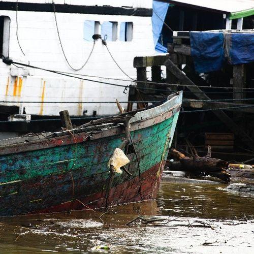 Parkir selamanya @klikarbain @arbainrambey INDONESIA Berau Kalimantantimur Boat Seaman Travel Photooftheday KompasTV Photography Klikarbain Nyobahashting Bimaprasena Sea Port