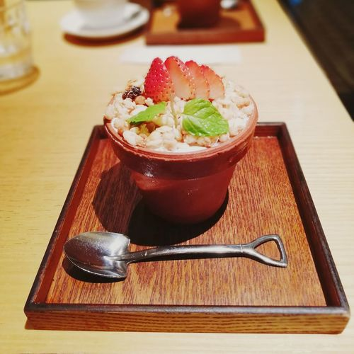 The sweet vase Icecream Vase Shovel To Dig Digger Table Tray Wood Wood - Material Design Strawberry Japan Eyeemfood EyeEm Selects Gelatin Dessert Appetizer Dessert Close-up Sweet Food Food And Drink