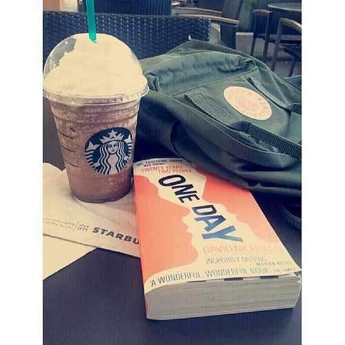 Weekday gonna chill from stress. Starbucks Mochafrappe !!!