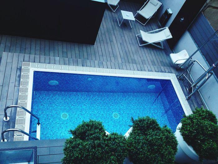 Mit ein bisschen Anlauf schaff ich es vom Balkon direkt in den Pool :P BcnbyVueling