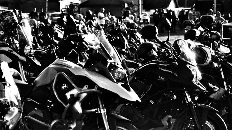 Encontro nacional de motoclubes jf Crowd Men Moving Parking Motor Scooter Bicycle Rack Stationary