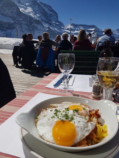 Rösti mit Spiegelei und Speck Lunch Terrace Skiing Mountain Sky Food And Drink Close-up Prepared Food Snowcapped Mountain