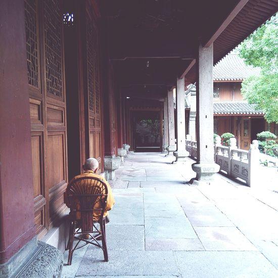Temple 寺庙里午后的小憩
