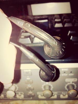 Esto usas cuando necesitas hacer una mezcla urgente y prestas tus audifonos y monitores :( cualquier cosa