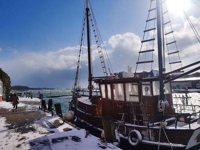 eiskalt Old Boat Frozen Ship Harbour Ostsee Meer Eckernförde Harbour Eckernförde Boote Wasser Schiff Altes Boot Holz Boot Raue See Frozen Cold Temperature Sunshine Oldie