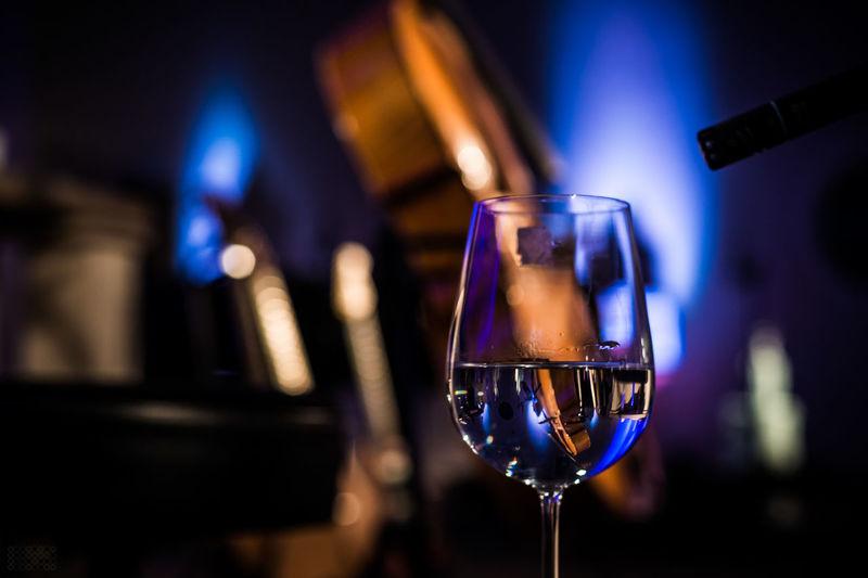 Synje Norland live im Oktober 2016 - mehr Bilder: http://smalltown-snapshots.de/de/blog/synje-norland-dortmunder-pauluskirche/ Cello Illuminated LiveMusic Music No People Pauluskirche Dortmund Reflection Singer Songwriter Synje Norland Wine Glass