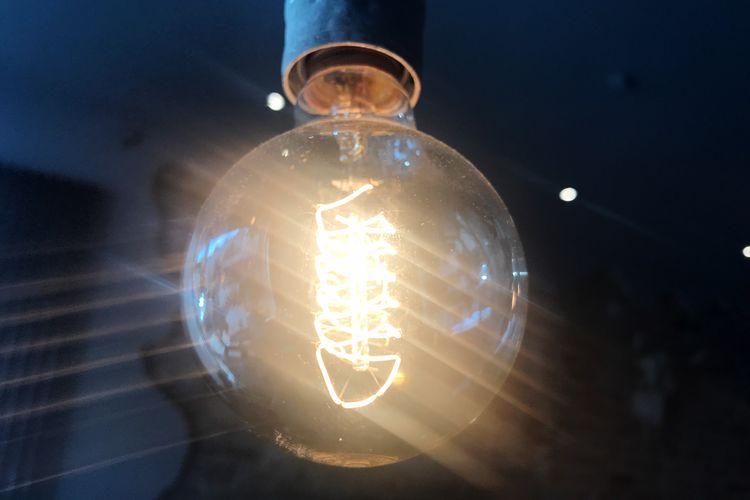 The Week On EyeEm Lichtspiele Electricity  Light Bulb Lighting Equipment Illuminated Filament Close-up Technology Low Angle View Light Lens Flare The Still Life Photographer - 2018 EyeEm Awards HUAWEI Photo Award: After Dark