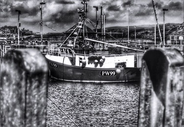 Pentax K-50 EyeEm Best Edits My Unique Style Boat Fishing Boat For The Love Of Photography My Edit Taking Photos Walking Around Outdoors Winter Blackandwhite Blackandwhite Photography Padstow