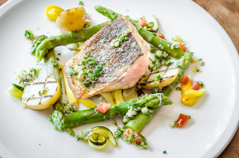 Meal Asparagus Dinner Fine Dining Fish Food Food And Drink Foodphotography Freshness Garnish Gourmet Grilled Healthy Eating Indoors  Luxury No People Organic Plate Ready-to-eat Still Life Table Tabletop Vegetable Wellbeing Yummy