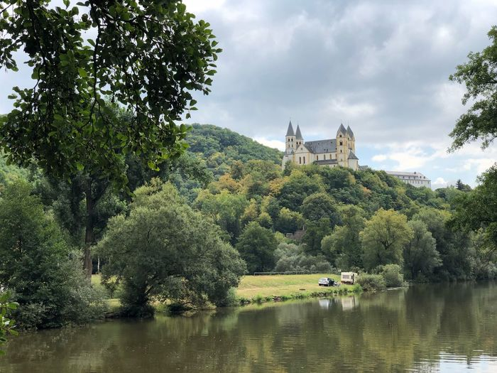 Fluss. Burg. Sommer. Catle Tree Plant Sky Cloud - Sky Water Nature Growth Waterfront Beauty In Nature