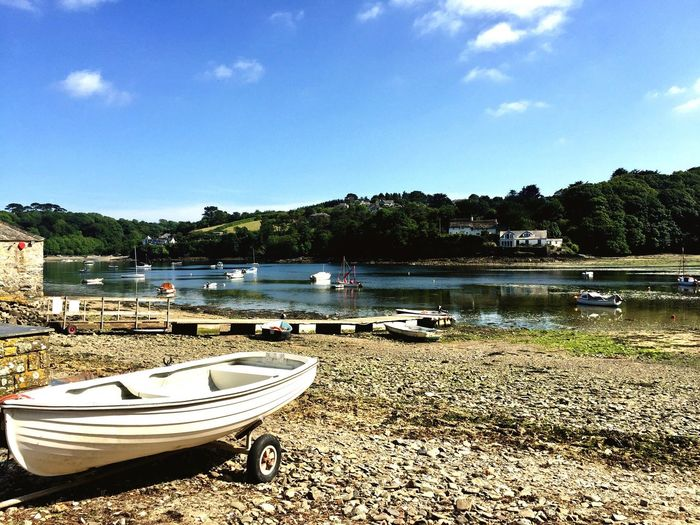 What to do when you're out of your element--- put some wheels on it! 😉Boat Beached Boat oBeached hBoats⛵️ sRiverbank aHelford oLow Tide Revelations oLow Tide, Dry River Bed bLow Tide Zone one