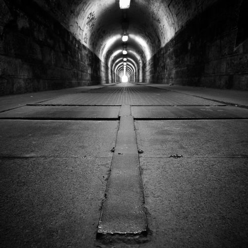 tunnel Bnwhungary Bnw Bnw_photografare Bnw_worldwide Bnw_city Bnw_tunnel Blacknwhite Blackandwhite Blackandwhitephotography Bnw_photography Bnw_photo Bnwcapture Light Artofhungary Budapestgram Budapest Huaweiphotography Tunnel Light At The End Of The Tunnel Illuminated Diminishing Perspective Architecture Urban Scene Pathway Underground Walkway