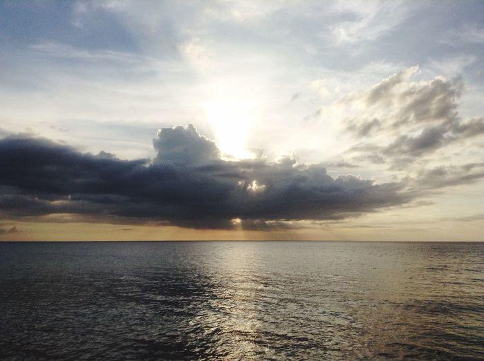 Sunset #sun #clouds #skylovers #sky #nature #beautifulinnature #naturalbeauty #photography #landscape Skylovers Nature Lover Relaxing Sunsetlover Sunset Sea Sea And Sky Sea View Puerto Rico My Favorite Place