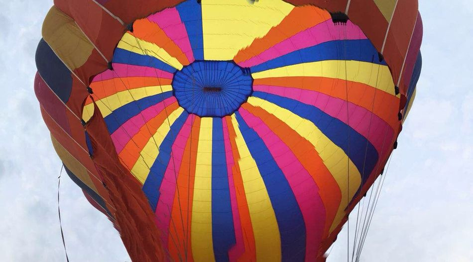 矮喲,又上了熱氣球,彷彿小時候的凡爾納小說中的《地球上的五星期》! Fire Balloon Hello World Fly Laos Luang Prabang Travel Enjoying Life Photography