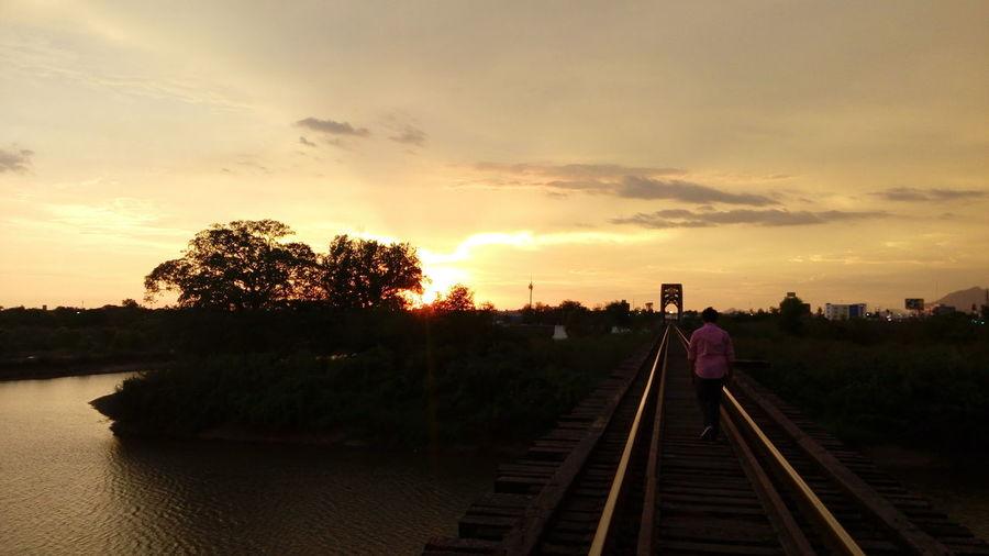 Solitary Lost Beautiful Train Sunset #sun #clouds #skylovers #sky #nature #beautifulinnature #naturalbeauty #photography #landscape Bla Bla Bla Bla :* Sun ☀ Original Stupid Humanbings Sunset_collection
