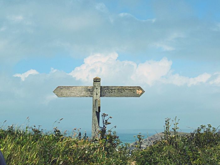 Wood - Material Cloud - Sky No People Outdoors Sign Text Directional Sign Communication Which Way To Go? What Way? Love The Outdoors Coastal Routes Coastal Walks Stockphoto