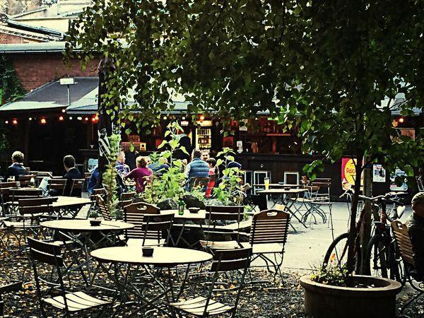 Beer Garden Hanging Out Deutschland. Dein Tag