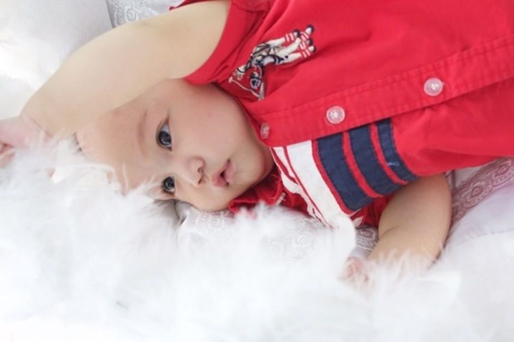 Baby Boy Person Babyhood Cute Lifestyles Indoors  Sleeping Baby Clothing Looking At Camera Red White Skin Cute♡