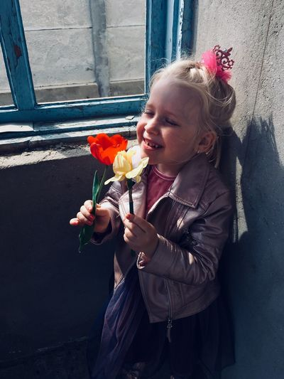Flower Flowering Plant Child Childhood Holding Girls One Person Lifestyles Women Real People Freshness Emotion Females Plant Nature Day Bouquet Flower Arrangement Blond Hair Beauty In Nature