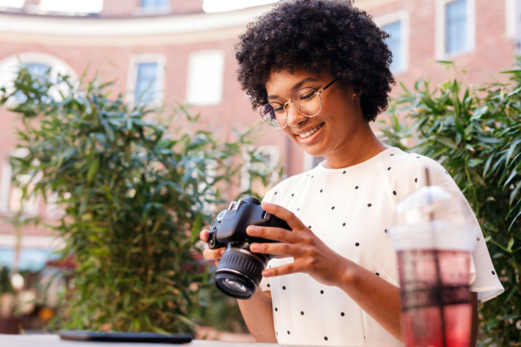 One Person Smiling Holding Portrait Happiness Young Women Sitting DSLR Photography Blogger Outdoors Looking At Camera