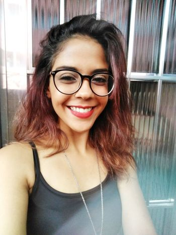 Young Women Portrait Smiling Eyeglasses  Beautiful Woman Women Happiness Looking At Camera Cheerful Beauty