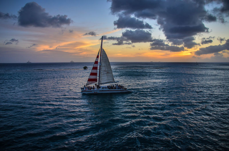 Sommergefühle Nautical Vessel Sunset Horizon Over Water Yacht Sailing Ship Party Ship Aruba One Happy Island Summer Views Travel Aroundtheworld
