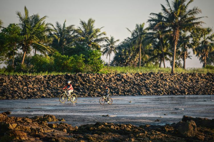 Beach cycling Full Length Landscape Day Nature Performance People Outdoors Real People Scenics Beauty In Nature