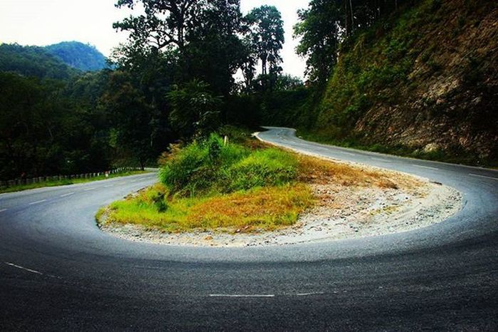 Road Roadtrip Journey Longdrive Lonely Tour Traveller Travel Traveling Distance Curve Curves Green Bikelife Bikes Up Down Photographylovers Photo Photograph Photographyislifee Highsaturation Hills Mountains Canon600D canon streetphotography street colors colorful green
