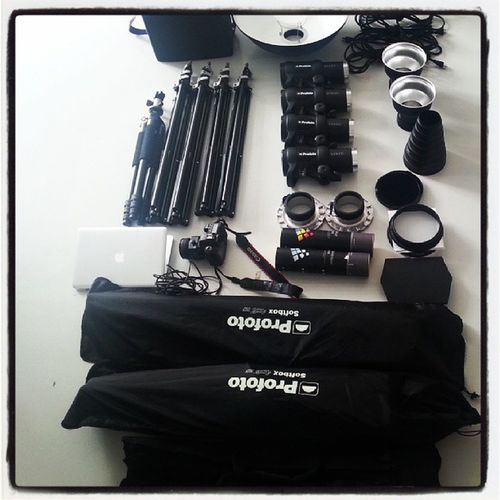 Prepare for shooting Dragonimages Canon Profoto Color Filter Lighting Fotoshooting Foto Photography Tripod Lightstand DSLR Stockfoto Laptop MacBook Beautydish Honeycomb Softbox Snoop  Zoomreflector Vietnam Photographer 5Dmark2 5d