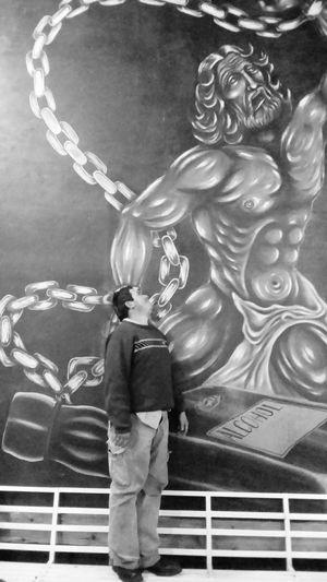 Hi World Ricardo Amigo B&w Aa Pic Of The Day Dando El Rol Taking Photos Ciudad De México Hecho En México Encadenado Mirando Hacia Arriba People Are Strange Painted Pictures Cuadro De Arte Oleo Sobre Tela óleo